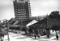 Kafana-Kod-sunca-Ugao-Karadjordjeve-i-Vuka-Karadzica-(1).jpg